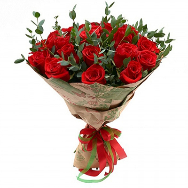 A Stylish Bouquet of 15 Red Roses for Your Loved Ones Resim 1